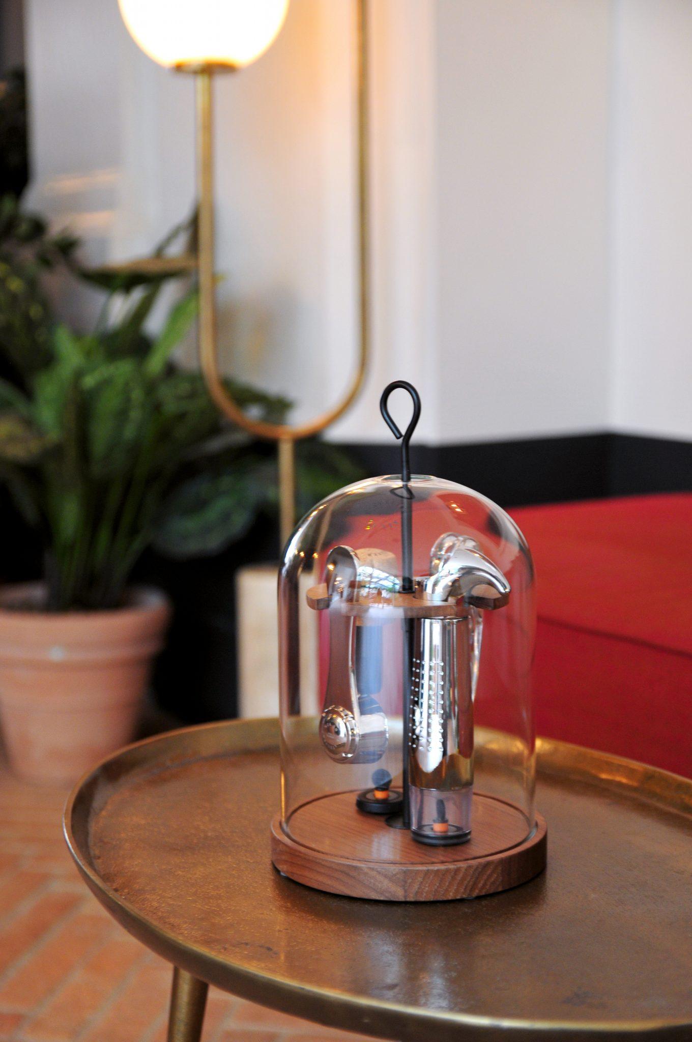 globe présentoir outils du vin ambiance